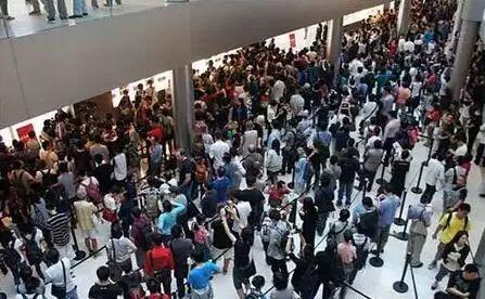 尴尬了!iPhone 8 开卖,那个人从众排队的场面没了!