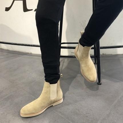 男生在冬天穿双切尔西靴比皮鞋更为帅气保暖