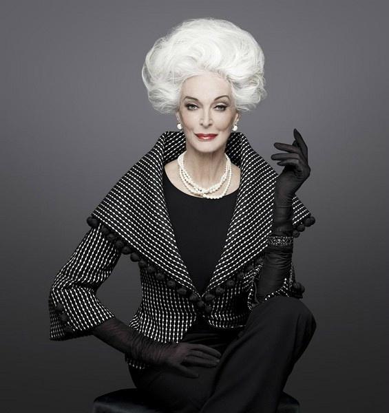 14岁登台,85岁仍活跃在T台,她是世界上最年长的超模
